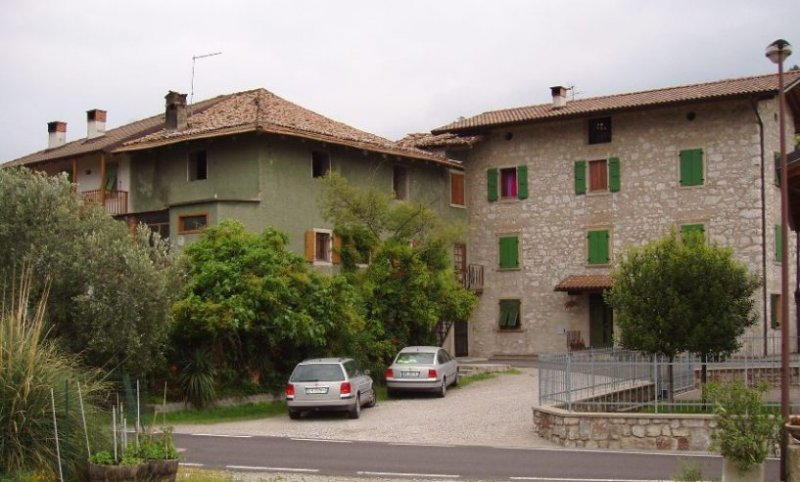 A Pergolese casa da ristrutturare a Trento in Vendita
