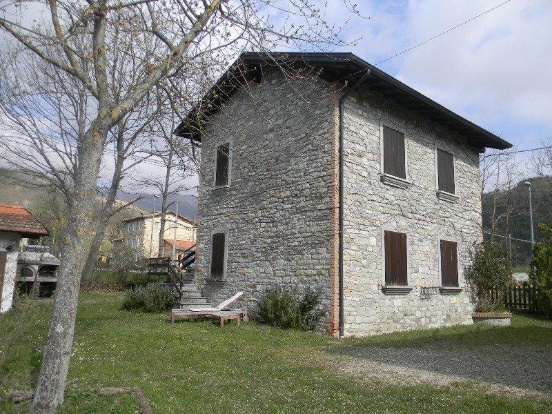 Casa vacanza a vestola ghiare di corniglio a parma in for Case affitto savignone