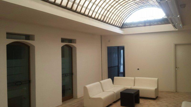 Spoleto in centro storico locali ad uso ufficio a perugia for Locali uso ufficio in affitto a roma