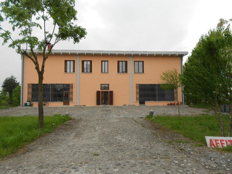 Asola palazzina su tre piani a Mantova in Vendita