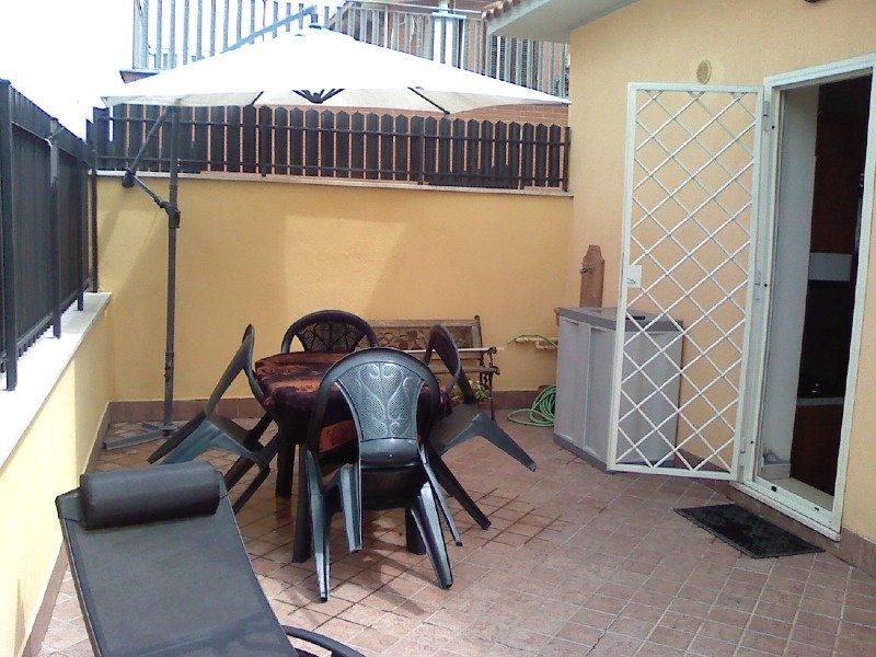 Bravetta pisana appartamento a roma in affitto for Appartamenti arredati in affitto roma