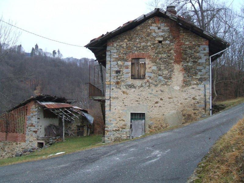 Casa indipendente con volte in mattoni e piccolo rustico - Alzare tetto casa ...