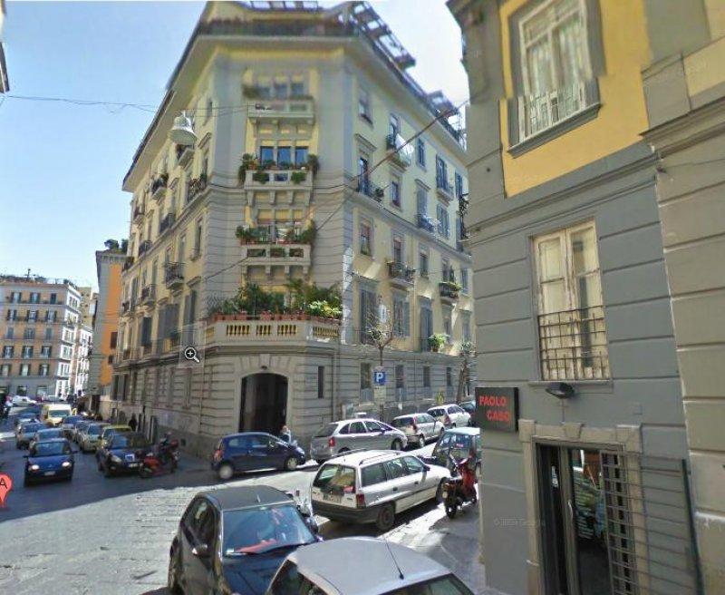 Appartamento con balconi su via merliani vomero a napoli for Appartamenti napoli