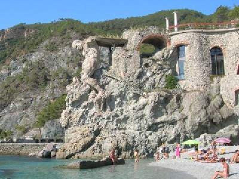 Casa vacanza monterosso al mare a la spezia in affitto for Case la spezia