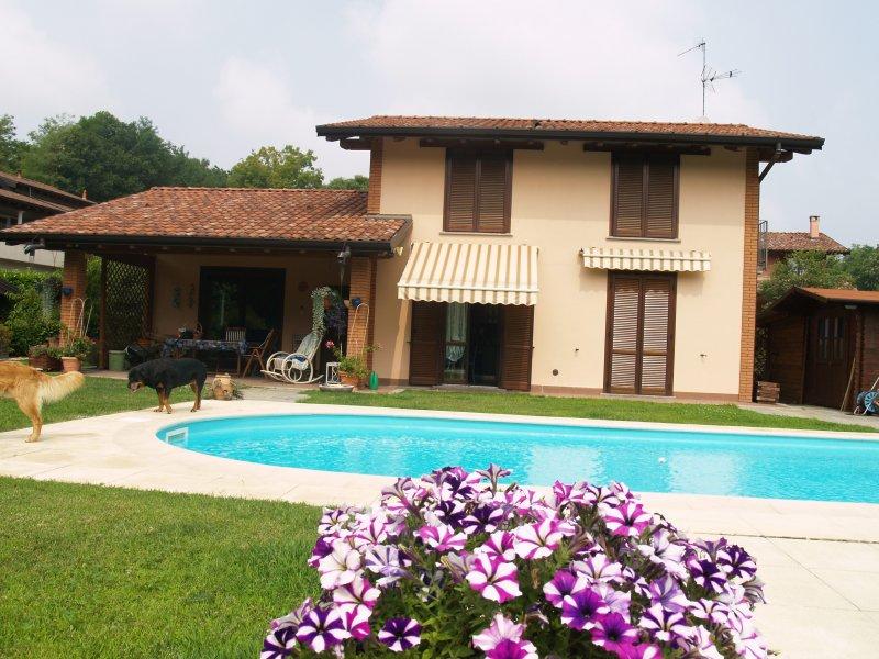 Villa con piscina a besozzo a varese in vendita for Case california in vendita con piscina