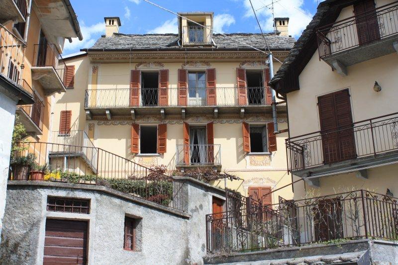 Casa tipica della Valle Vigezzo a Verbano-Cusio-Ossola in Vendita