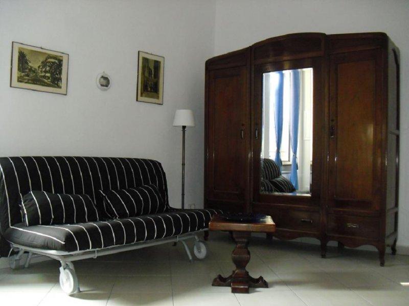 Bilocale nel caratteristico Budello di Alassio a Savona in Affitto
