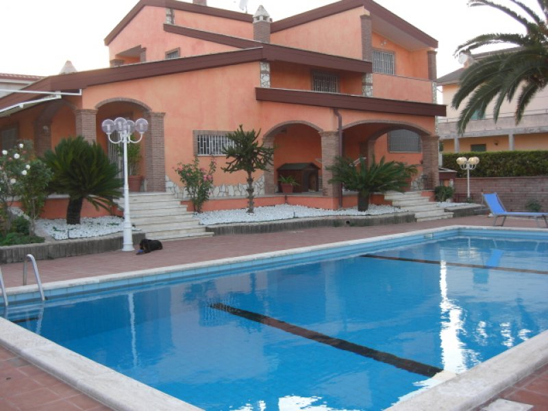 Villa ad anzio di 350 mq con piscina e sala hobby a roma in vendita - Ville in vendita con piscina ...