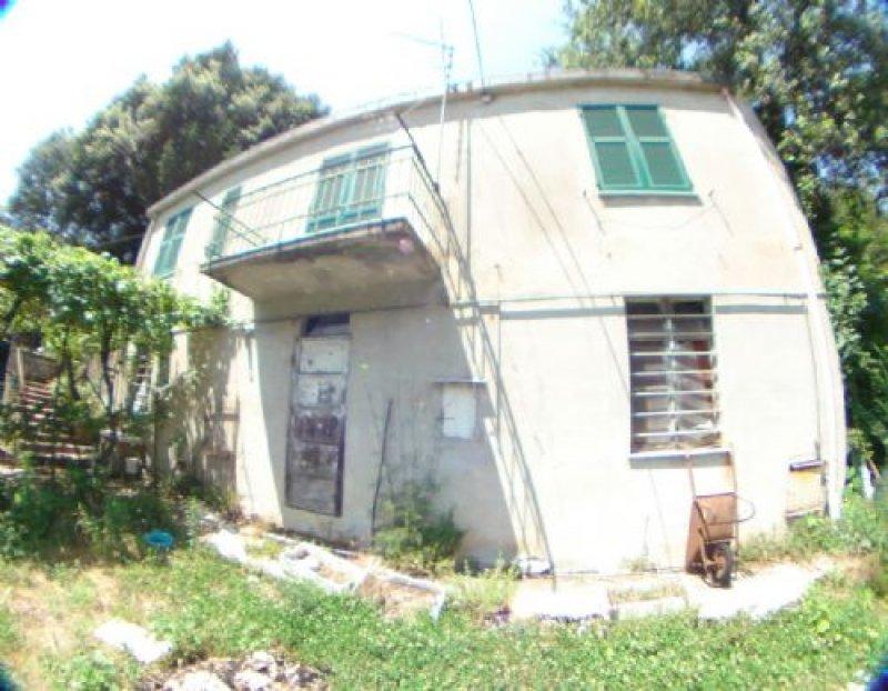 casa indipendente da ristrutturare nel quartiere di quezzi