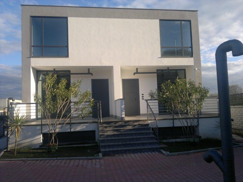 Seminterrato design raffinato zona tor cervara a roma in for Appartamenti affitto roma