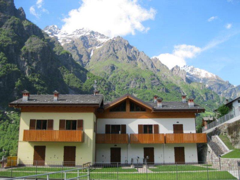 Nuovi villini bilocali trilocali a Valbondione a Bergamo in Vendita