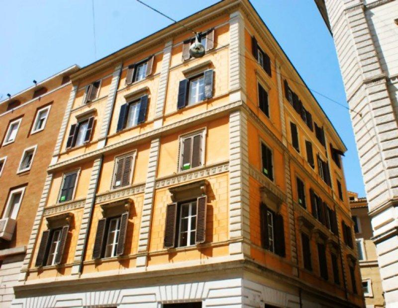 Appartamento in centro storico via del leoncino a roma in for Appartamenti in affitto arredati a roma