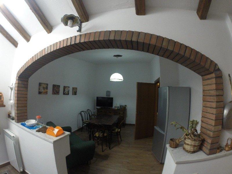 Appartamento arredato a castellana sicula a palermo in affitto for Affitto arredato palermo