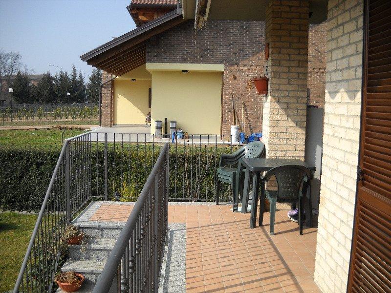 Foto 3 appartamento con giardino privato a volpiano a for Appartamenti arredati torino