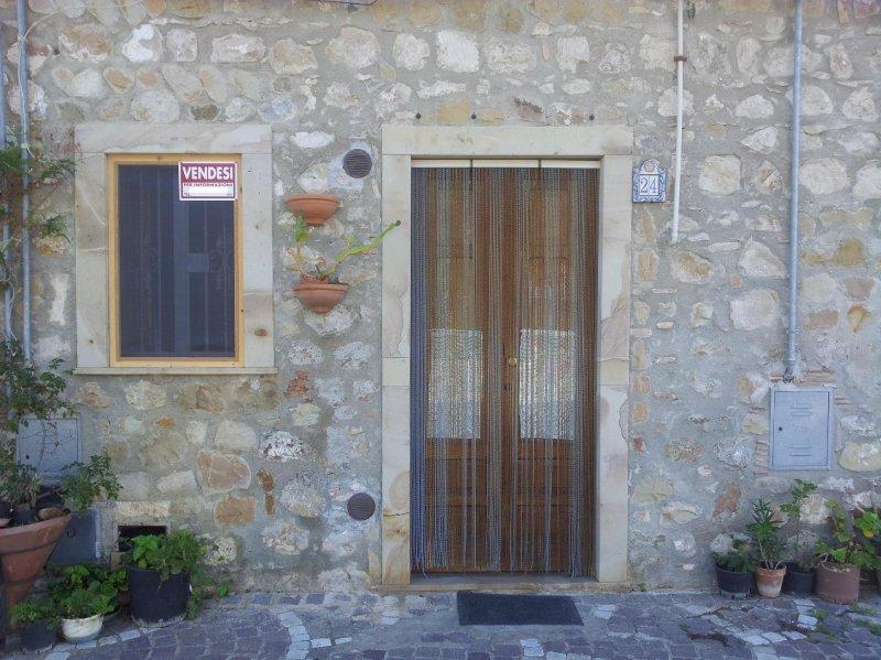 Casa con soppalco arredata a caronia a messina in vendita for Registrare i piani di casa con soppalco