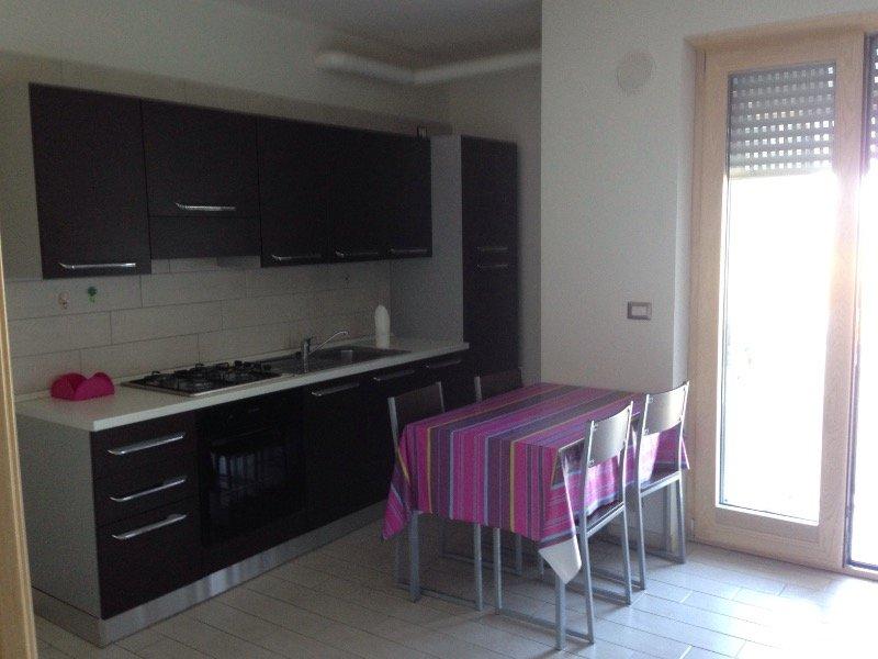 Appartamento arredato indipendente piano terra a barletta for Affitto trani arredato