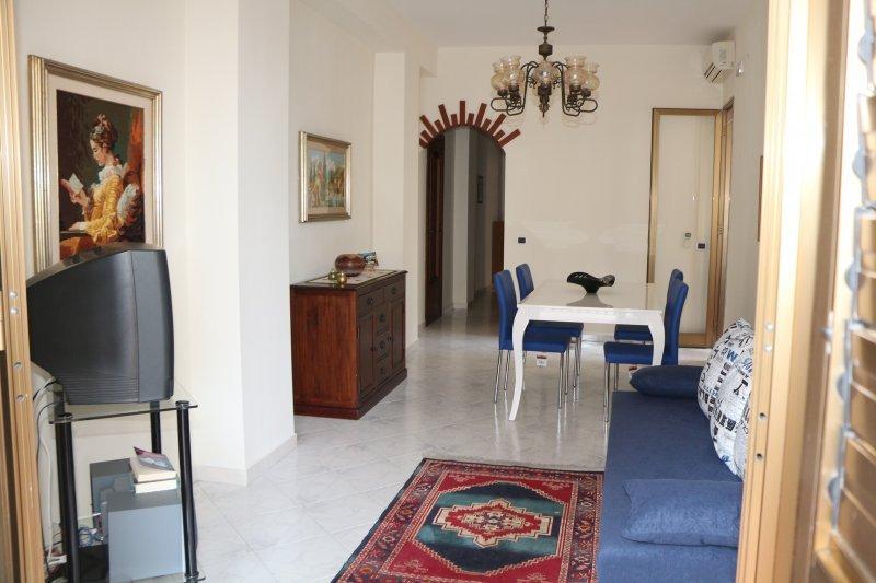 Ad acitrezza casa vacanza a catania in affitto for Casa vacanza ad amsterdam