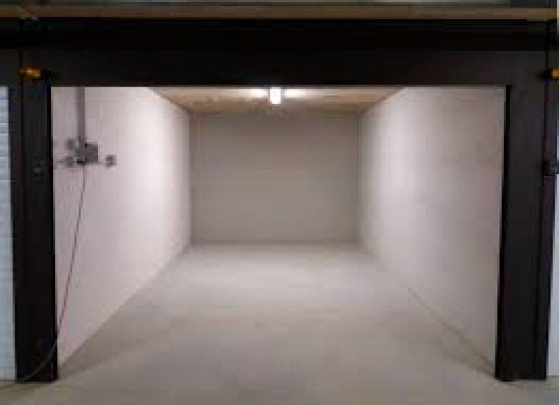 Box spazioso a Corsico a Milano in Vendita
