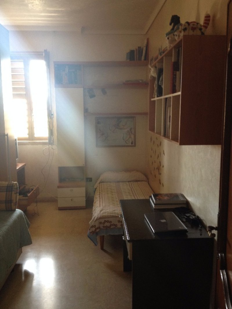 Appartamento in zona villaggio aldisio in gela a for Case in affitto a gela arredate