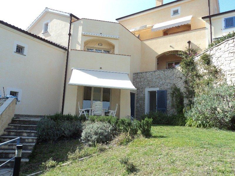 Villetta con giardino a Spotorno a Savona in Vendita