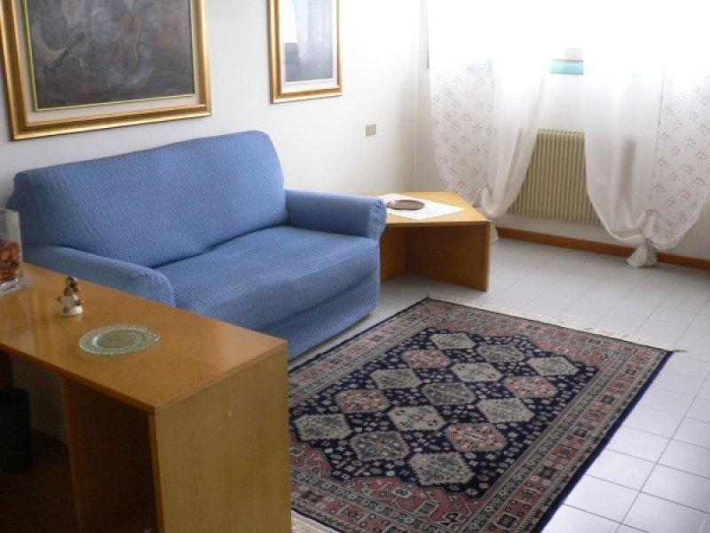 Mini appartamento a montebelluna a treviso in affitto for Appartamenti in affitto treviso non arredati