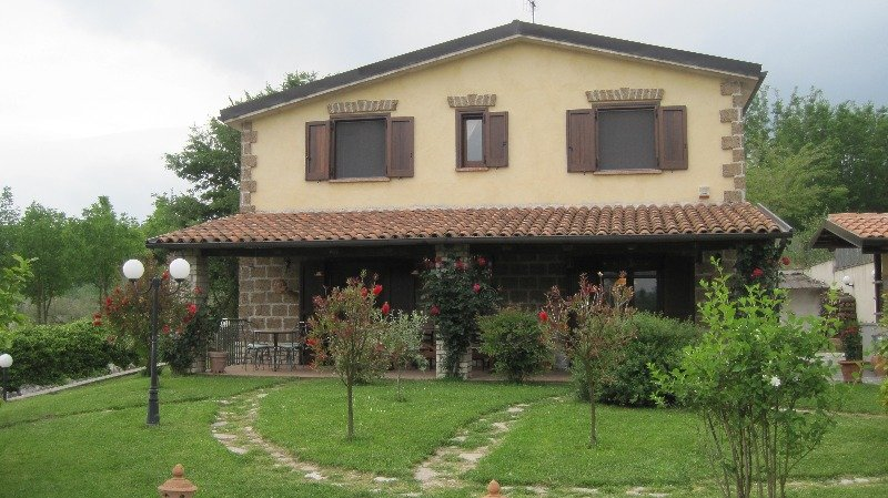 Villa con piscina a ruviano a caserta in affitto for Garage con i prezzi degli appartamenti loft