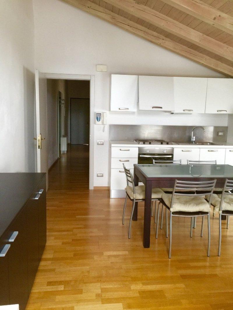 Trento centro storico appartamento arredato a trento in for Appartamenti in affitto arredati a roma