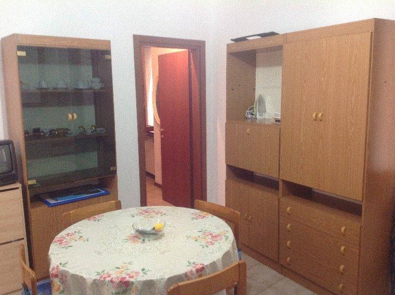 Como borghi camera singola a como in affitto for Appartamenti in condivisione milano