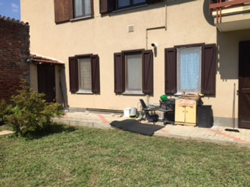 comignago appartamento con giardino a novara in affitto