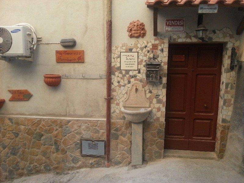 Roccadaspide casetta indipendente centro storico a salerno for Case in vendita salerno centro
