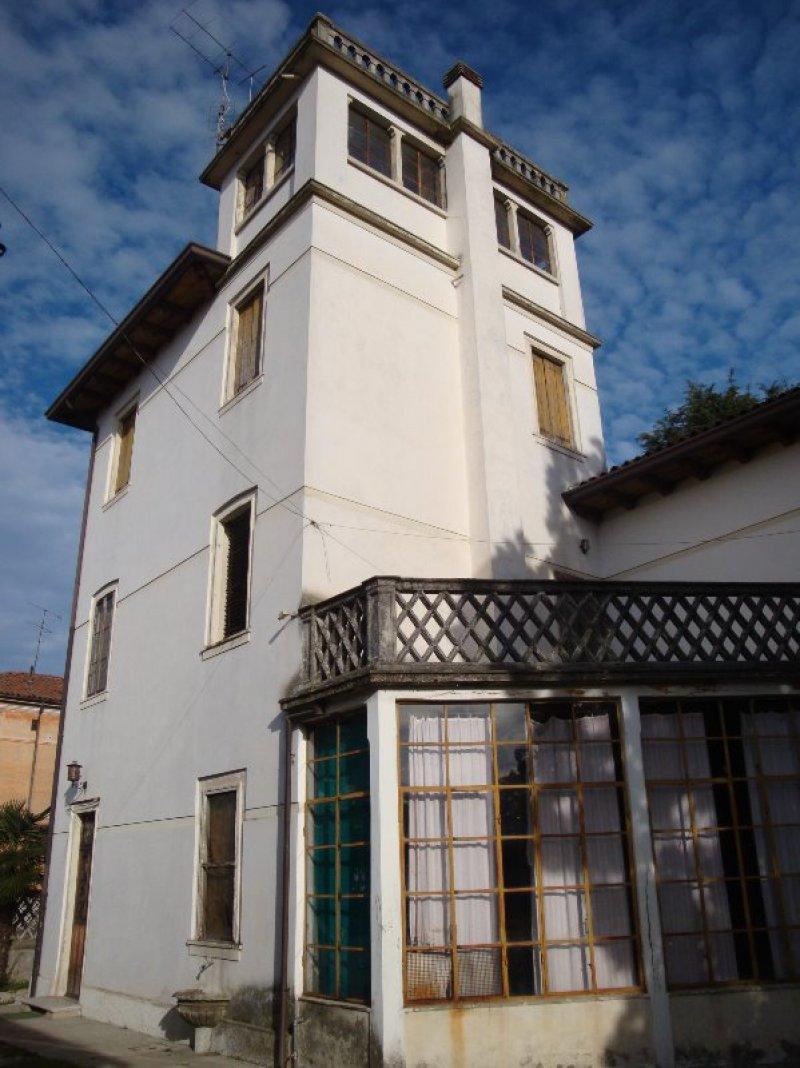 Sacile villa stile liberty a pordenone in vendita for Case in vendita sacile
