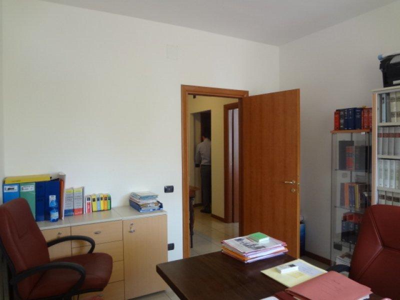 Ufficio Moderno Viterbo : Viterbo riello appartamento moderno uso ufficio a viterbo in affitto