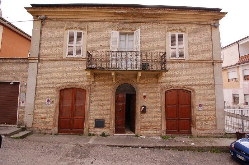 Casa stile liberty sant 39 elpidio a mare a fermo in vendita for Casa in stile vittoriano in vendita