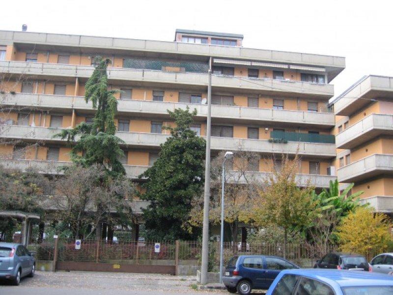 Modena adiacenza largo garibaldi appartamento a modena in for Appartamenti arredati modena