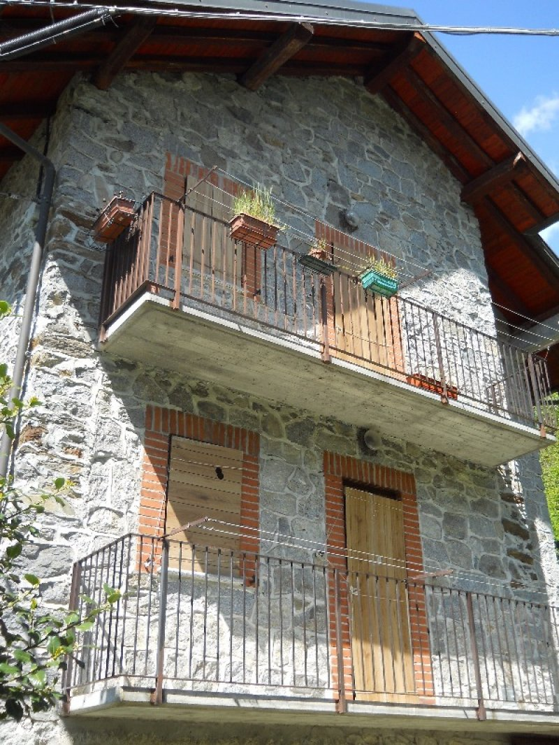 Ronco canavese casa vacanza a torino in affitto for Appartamenti arredati in affitto torino