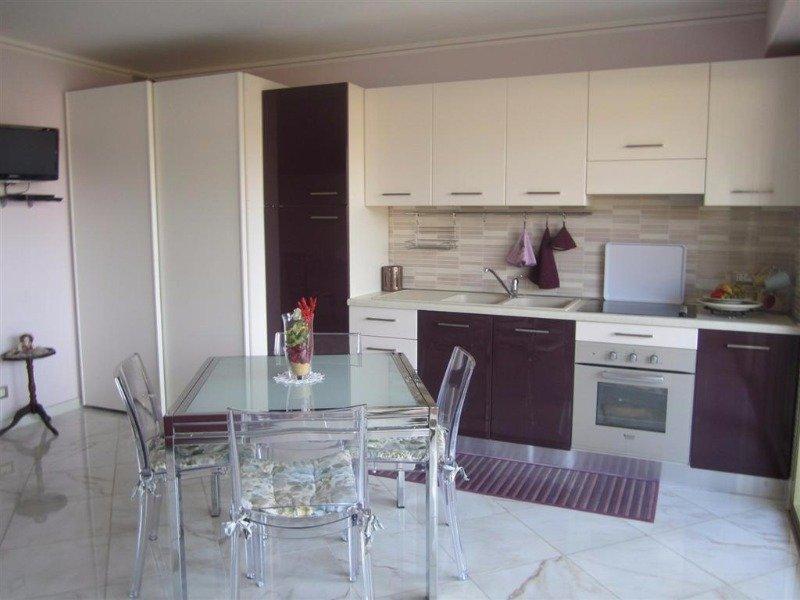 Menton appartamento in pieno centro a Francia in Affitto