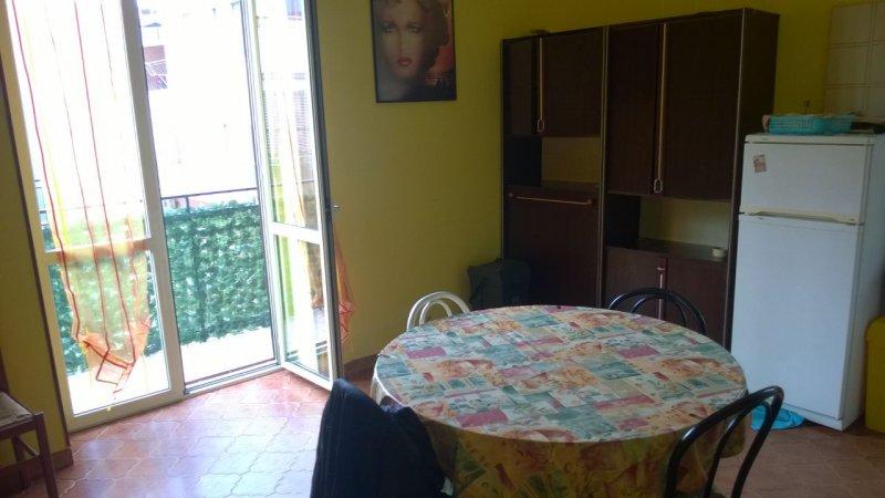 Margherita di savoia appartamento in centro paese a for Appartamenti arredati in affitto barletta