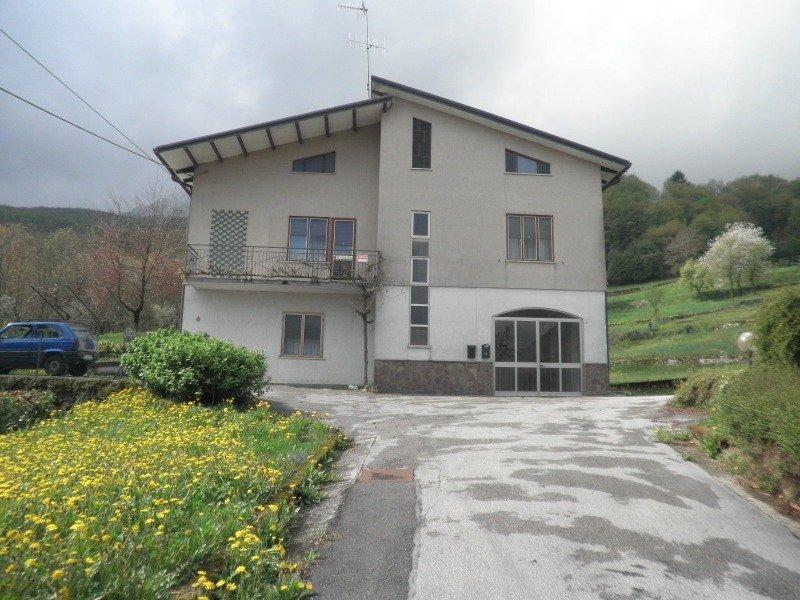 Velo d 39 astico casa singola con terreno agricolo a vicenza for Appartamenti arredati in affitto a vicenza