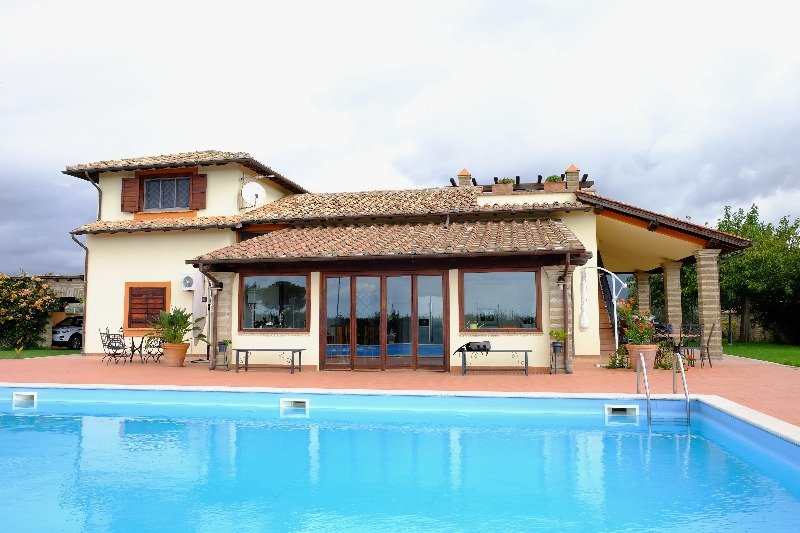 Cerveteri villa con piscina a roma in vendita for Case california in vendita con piscina
