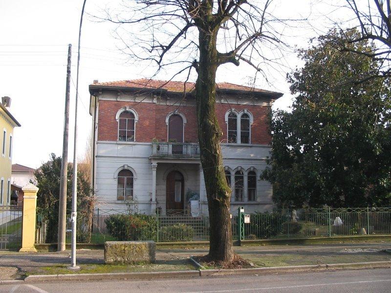 Sanguinetto casa stile liberty a verona in vendita for Case in stile new england