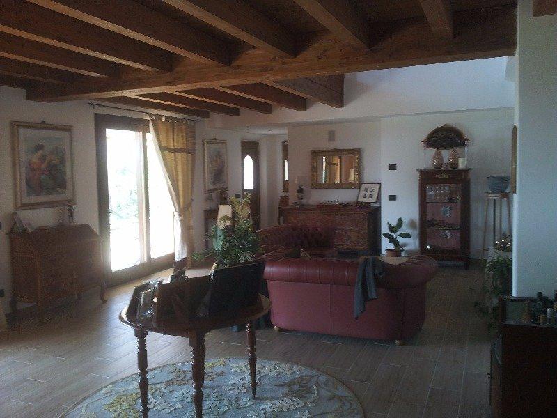 Passignano sul Trasimeno villa domotica vista lago a Perugia in Vendita