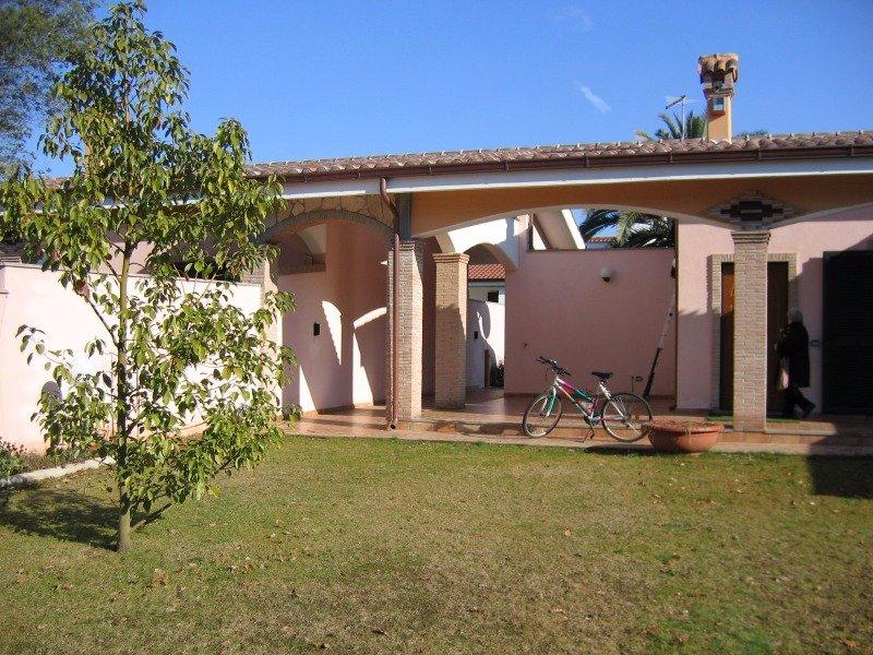 Lido dei pini consorzio lupetta villa a roma in vendita for Appartamenti a new york manhattan in vendita