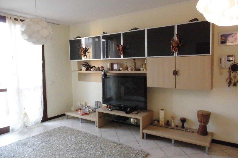 Fidenza localit parola appartamento trilocale a parma in for Cerco appartamento in affitto