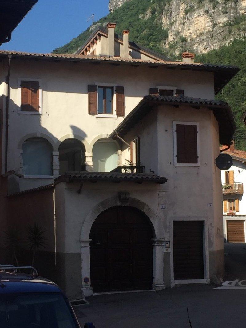 Pilcante ala casa con due appartamenti a trento in vendita for Appartamenti trento