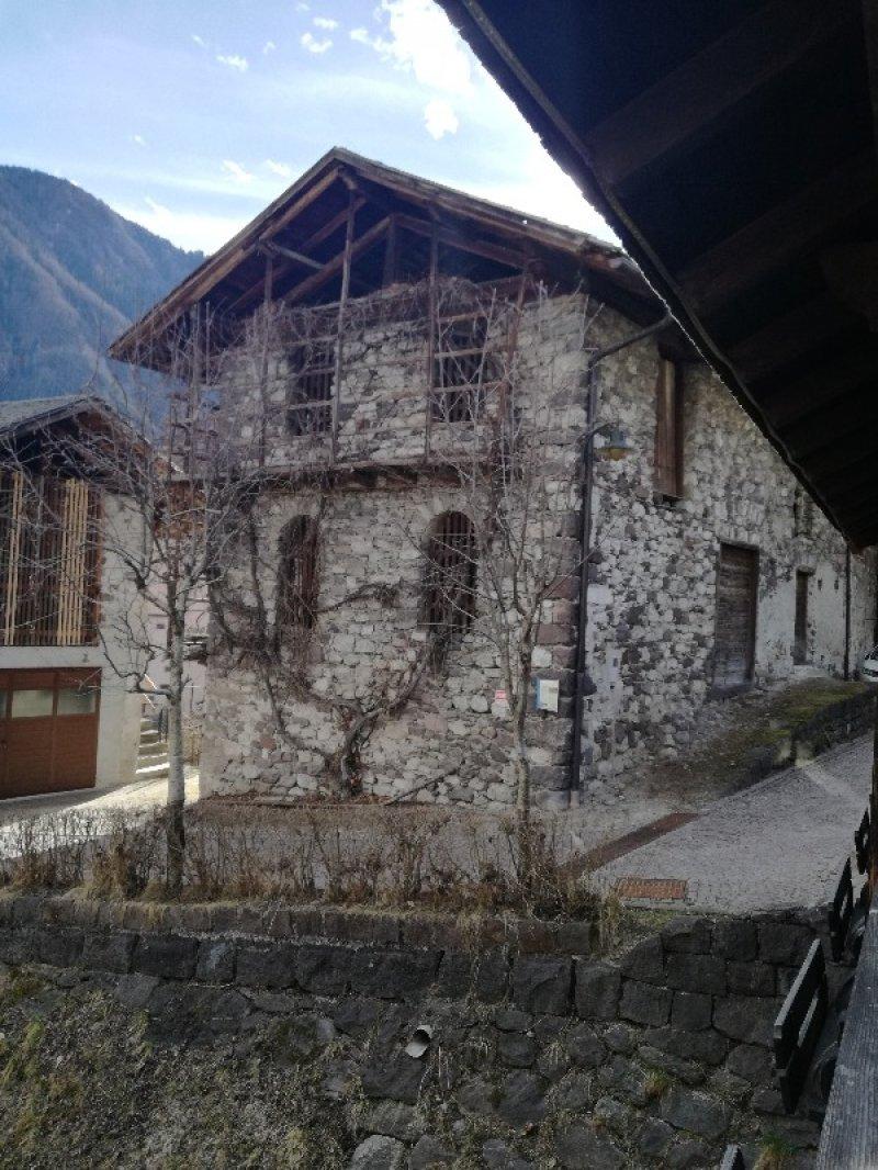 Stalla rustica nel centro storico di imer a trento in vendita for Appartamenti trento