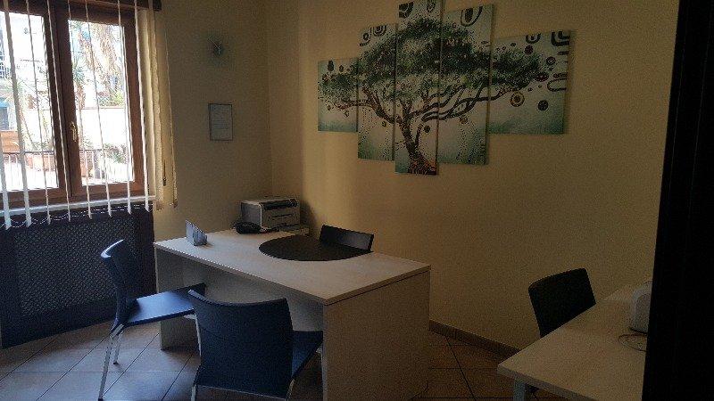 Napoli stanza uso studio per professionisti a napoli in for Appartamenti in affitto arredati napoli