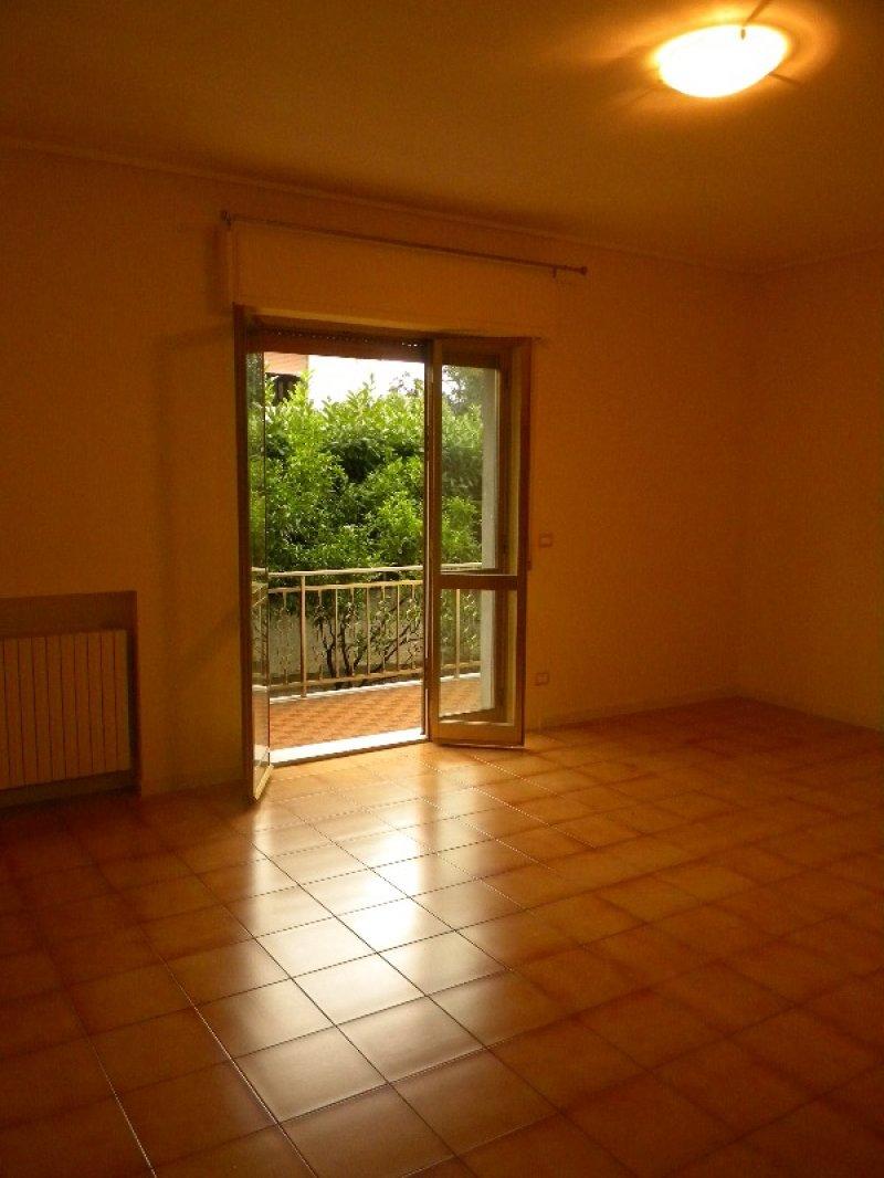 Montesilvano appartamento con balconi e giardino a pescara - Altezza alberi giardino privato condominio ...