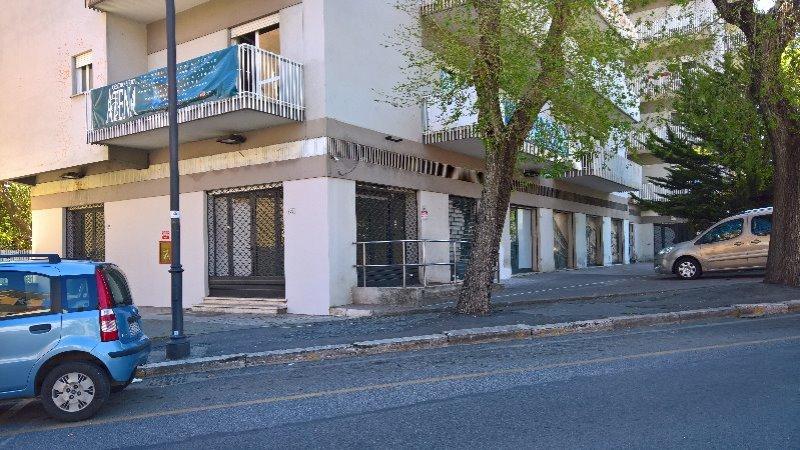 velletri locali commerciali a roma in affitto