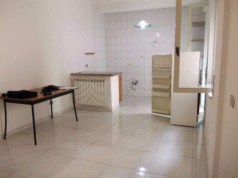 Napoli appartamento soleggiato e luminoso a napoli in affitto - Divauto via emilio scaglione ...