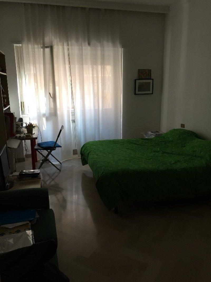 Roma ampia camera singola in appartamento a roma in affitto for Appartamenti ammobiliati in affitto roma